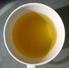 Fade dark spots and lighten skin with chamomile tea.  Find homemade recipes and natural beauty tips!
