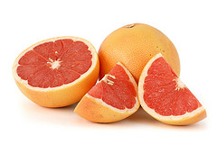 Grapefruit Seed Oil is rich with vitamin C and E!  It combats free radicals with superior antioxidants!  Dis its benefits for the body, skin and hair!