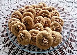 Eat delicious walnut cookies.  Discover benefits of walnuts for the body, skin and hair!  DIY walnut recipes!