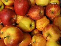 Discover health benefits of apples for the body, skin and hair!  Find apple recipes!